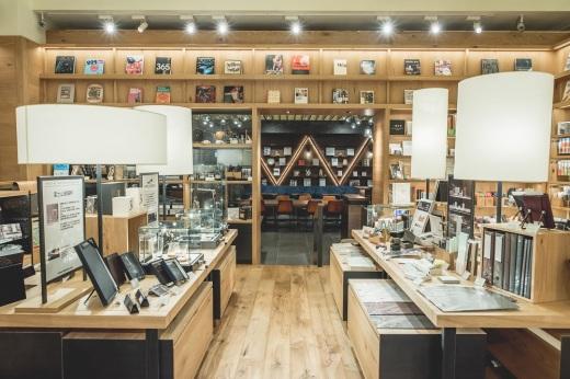雜貨區域與WIRED CAFE.jpg