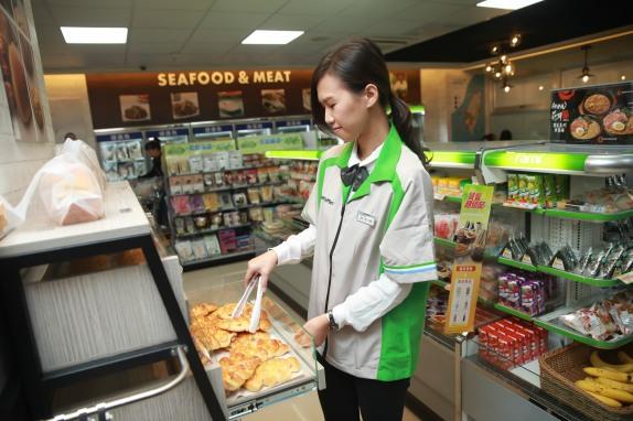 主圖「全家」南海店內設有天和鮮物現做鮮食調理(熟食、便當、果汁)和烘焙麵包,提供消費者更多元選擇-1