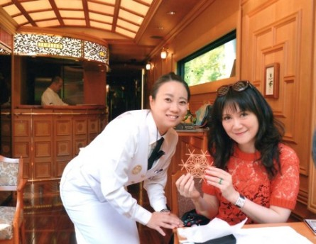 圖22 乘務員奧山小姐教做組子杯墊_004_1
