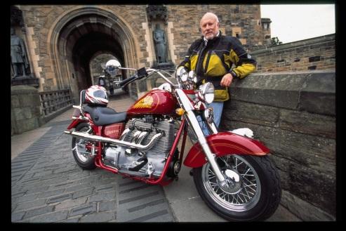 77岁英国摩托车手